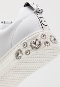 Guess - RIVET - Trainers - white - 2