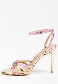 Guess - SANDALO KALISTA LAMINATO - High heeled sandals - rosa - 0