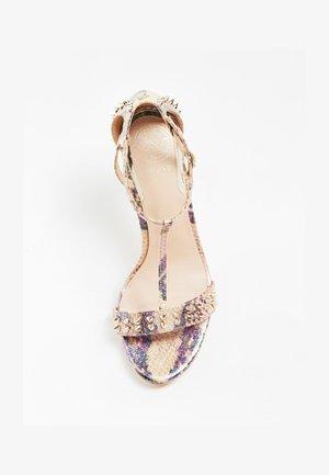 GUESS SANDALETTE TEDAN - Sandales à talons hauts - gemustert multicolor