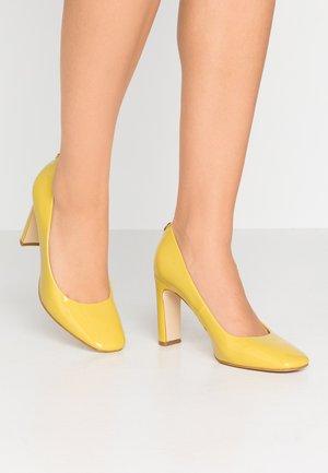 BLENDA - Zapatos altos - yellow
