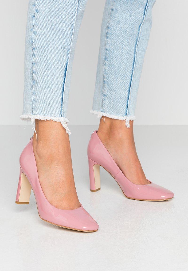 Guess - BLENDA - Szpilki - pink