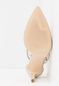 Guess - CLAUDIE - Zapatos altos - platin - 6