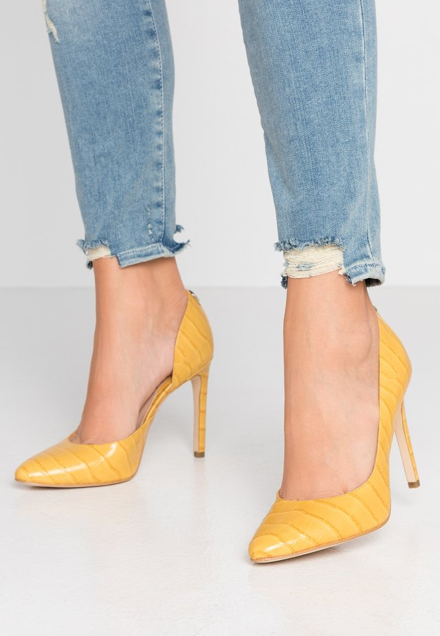 TEDSON - Hoge hakken - yellow