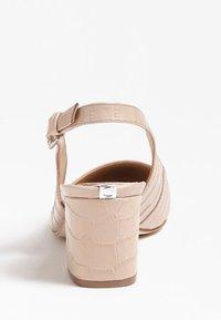 Guess - GUESS PUMPS TERNER ECHTES LEDER - Classic heels - rosa chiaro - 2