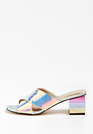 GUESS SANDALETTE MADRA - Heeled mules - silber