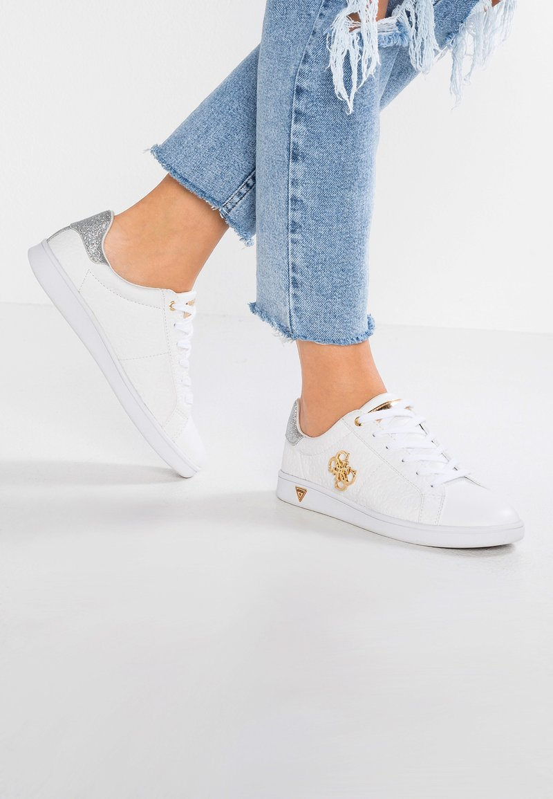 Guess - BAYSIC2 - Sneakers laag - white