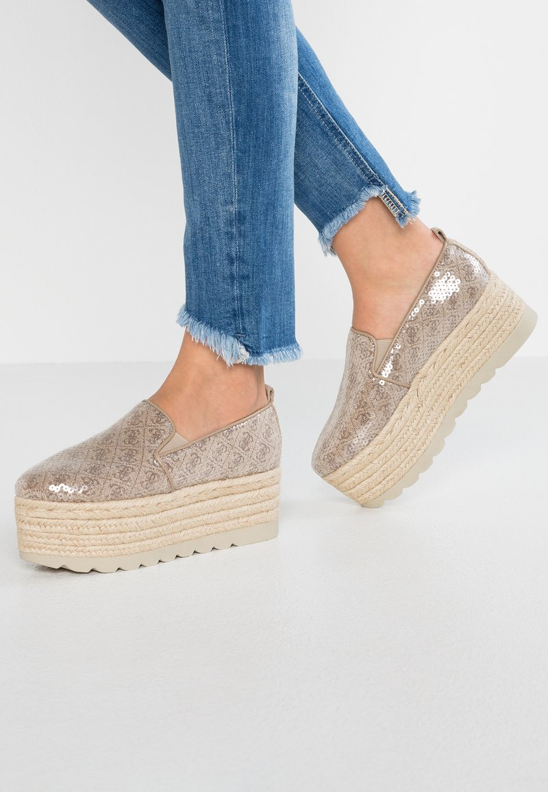 Guess - GENISIA - Espadrilles - brown