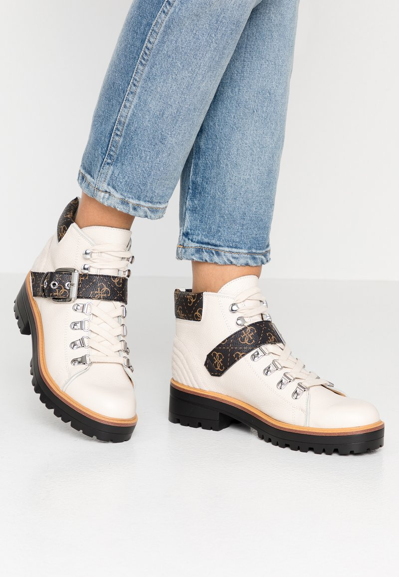 Guess - IRVIN - Ankle boots - white/brown