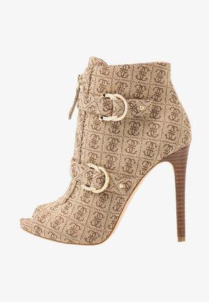 AUTUM - Kotníková obuv na vysokém podpatku - beige/brown