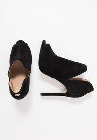 Guess - AUBRY - Kotníková obuv na vysokém podpatku - black - 3