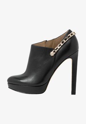 EMSLEY - Ankelboots med høye hæler - black