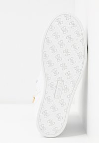 Guess - FREETA - Høye joggesko - white - 6