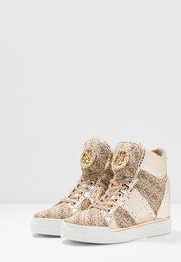Guess - FREETA - Sneakersy wysokie - beige/brown - 4