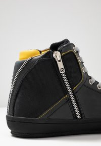 Guess - MIRACLE MID - Sneakers high - black/yellow - 5