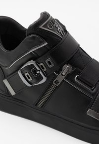 Guess - KALLEN - Sneakersy wysokie - black - 5