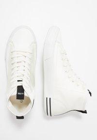 Guess - NETTUNO - Höga sneakers - white - 1