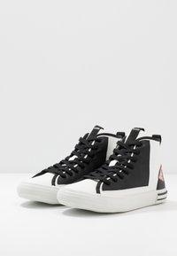 Guess - NETTUNO - Sneakersy wysokie - white/black - 2