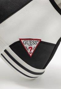Guess - NETTUNO - Sneakersy wysokie - white/black - 5