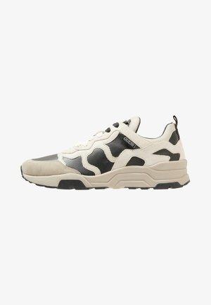 FISHNET - Sneakers - black white