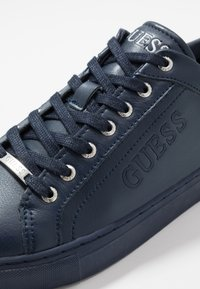 Guess - LUISS - Sneakers - blue mirage/white - 5