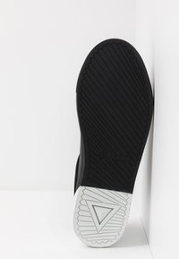 Guess - LUISS - Tenisky - black/white - 4