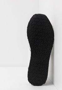 Guess - NEW GLORYM - Sneakersy niskie - white - 4