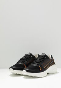 Guess - VITERBO - Sneakers - brown