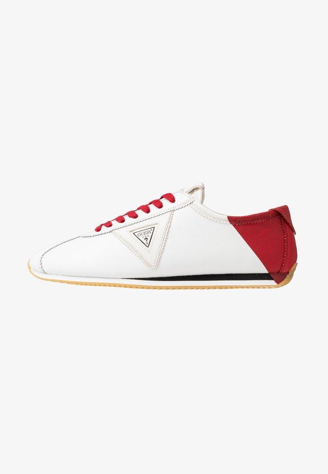 TORINO - Matalavartiset tennarit - white/red