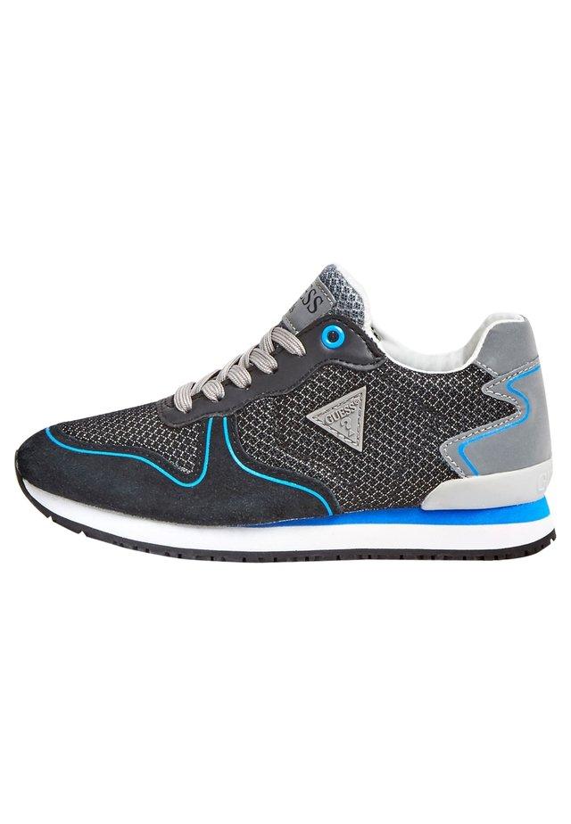 GLORYM HARDLOOPSCHOENEN PERFORATIES (27-34) - Sneakers laag - zwart