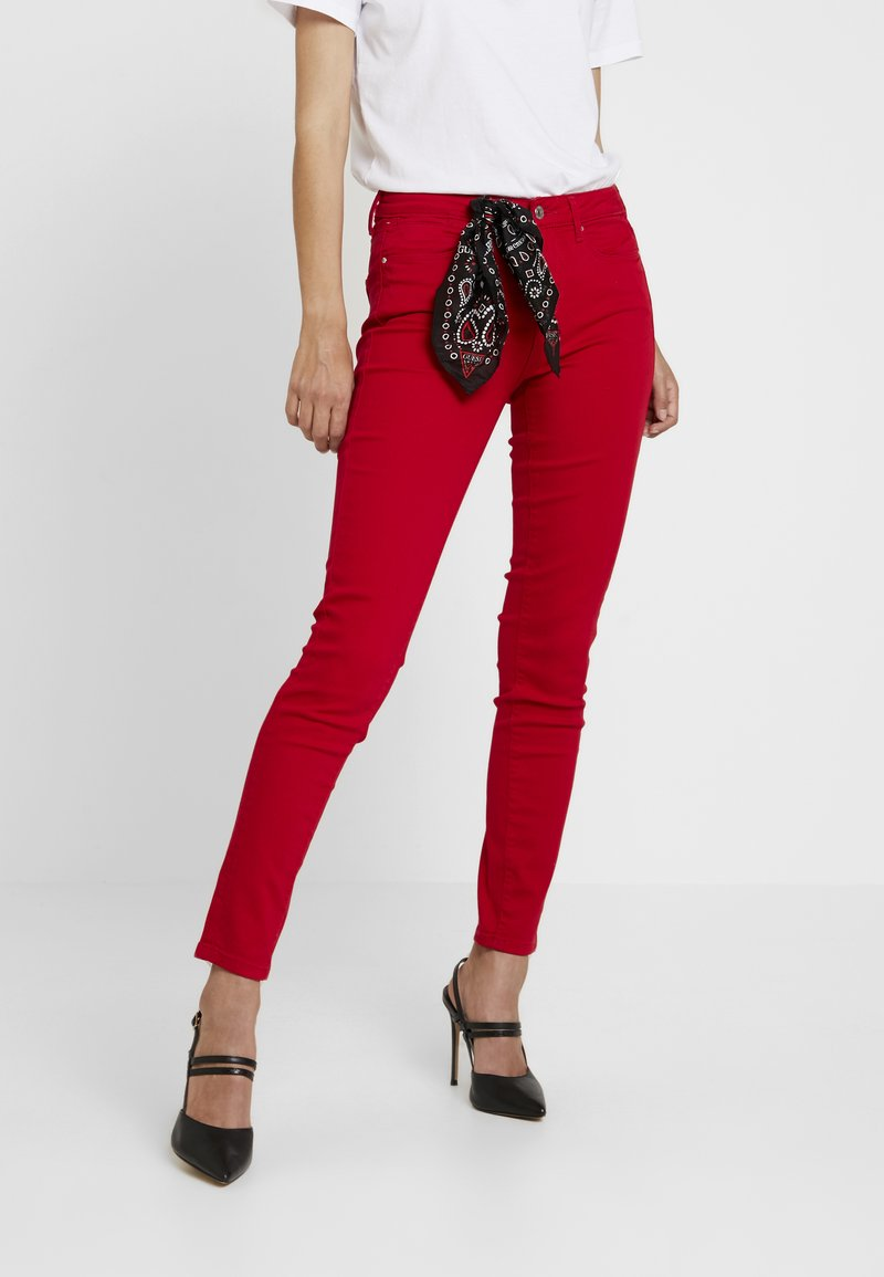 Guess - JEGGING MID - Jeans Skinny Fit - red attitude