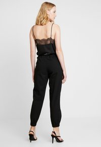 Guess - CORINNE JOGGER TAPE - Trainingsbroek - sporty black - 2