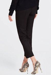 Guess - SOLEDAD - Pantalon classique - black - 2