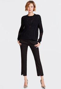 Guess - SOLEDAD - Pantalon classique - black - 1