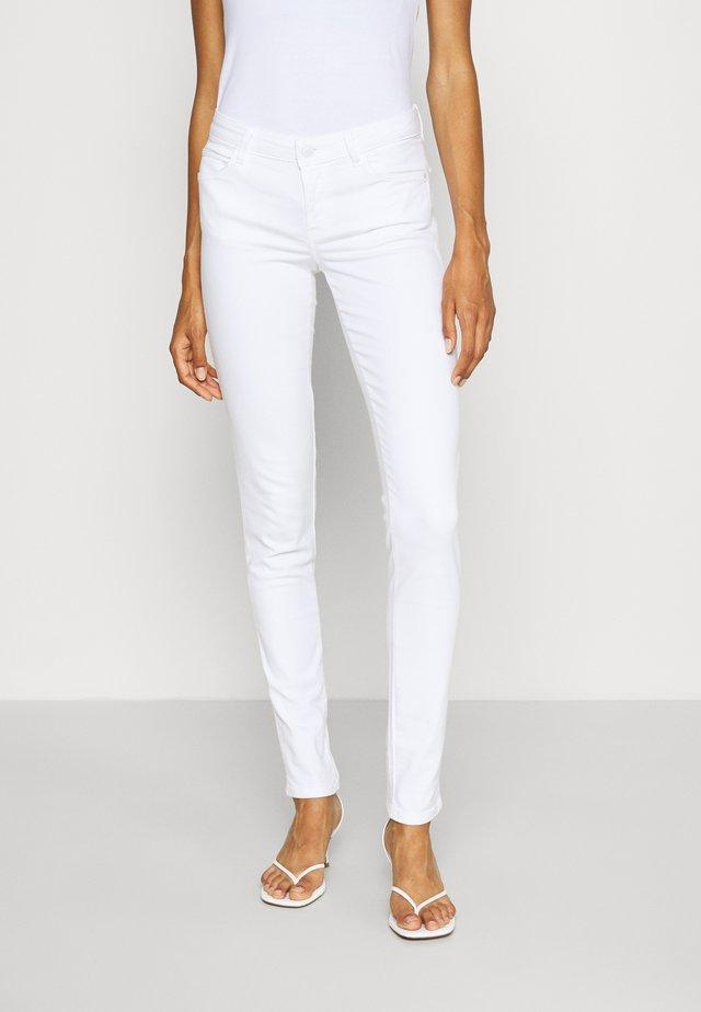 CURVE  - Spodnie materiałowe - true white