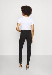 Guess - CURVE  - Pantalon classique - jet black - 2