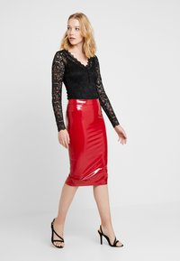 Guess - LILIA SKIRT - Gonna a tubino - red attitude - 1
