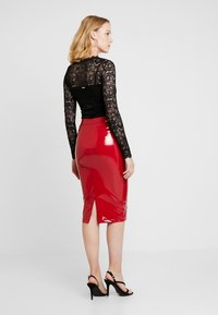 Guess - LILIA SKIRT - Gonna a tubino - red attitude - 2