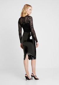 Guess - LILIA SKIRT - Pouzdrová sukně - jet black - 2
