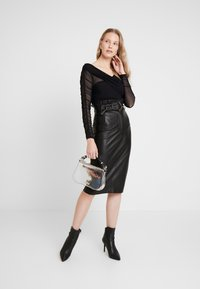 Guess - HELENE SKIRT - Kokerrok - jet black - 1