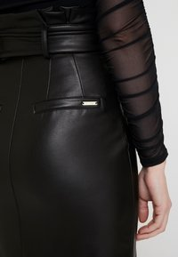 Guess - HELENE SKIRT - Kokerrok - jet black - 5
