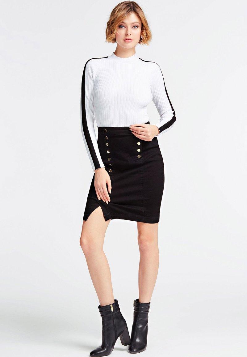 Guess - MIT KNÖPFEN - A-line skirt - black