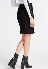 Guess - MIT KNÖPFEN - A-line skirt - black - 1