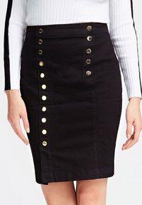 Guess - MIT KNÖPFEN - A-line skirt - black - 2