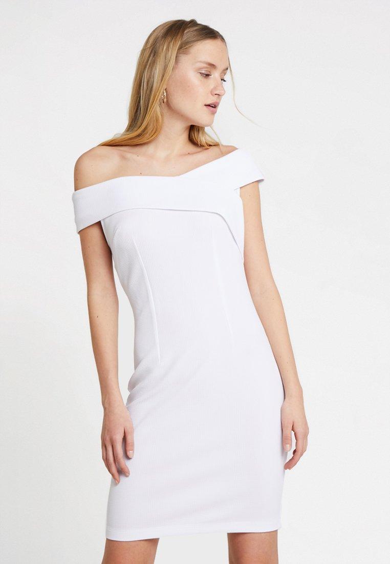 Guess - AGATA DRESS - Robe fourreau - true white