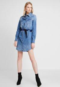 Guess - SAYA DRESS - Sukienka jeansowa - blue denim - 1