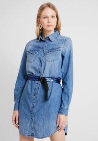 Guess - SAYA DRESS - Sukienka jeansowa - blue denim - 0