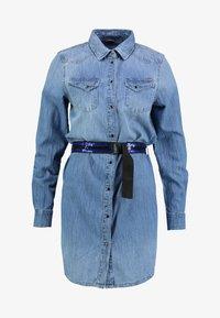 Guess - SAYA DRESS - Sukienka jeansowa - blue denim - 4