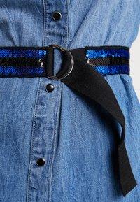 Guess - SAYA DRESS - Sukienka jeansowa - blue denim - 5