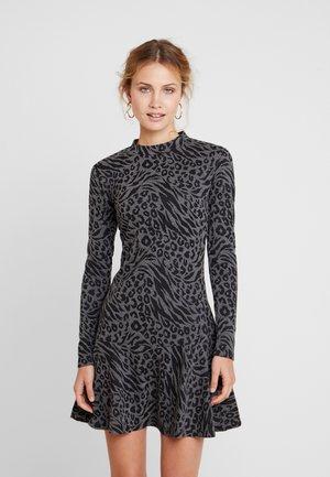 NORAH DRESS - Abito in maglia - grey/black
