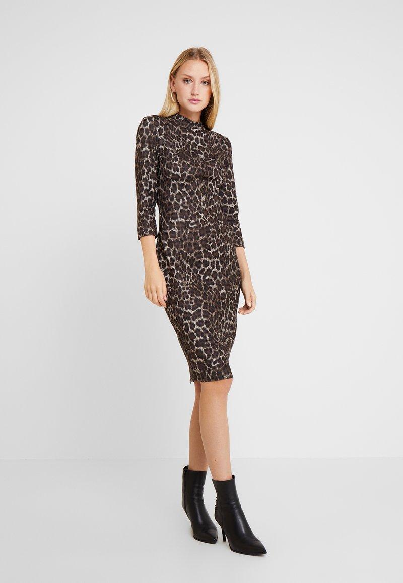 Guess - DARYL DRESS - Etuikleid - beige/brown